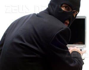 011082 ladro facebook furto1 300x235 - Facebook e la sicurezza del tuo account.Le 10 Regole da seguire.Come evitare le truffe. - Web Agency Napoli Flashex